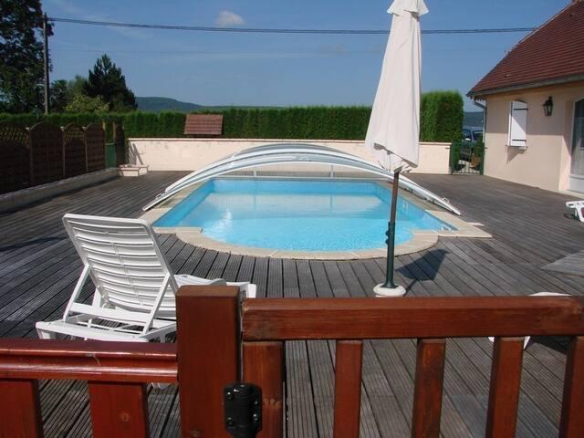 Lac Chalain studio piscine chauffée mi mai à sept. - Marigny - Hus