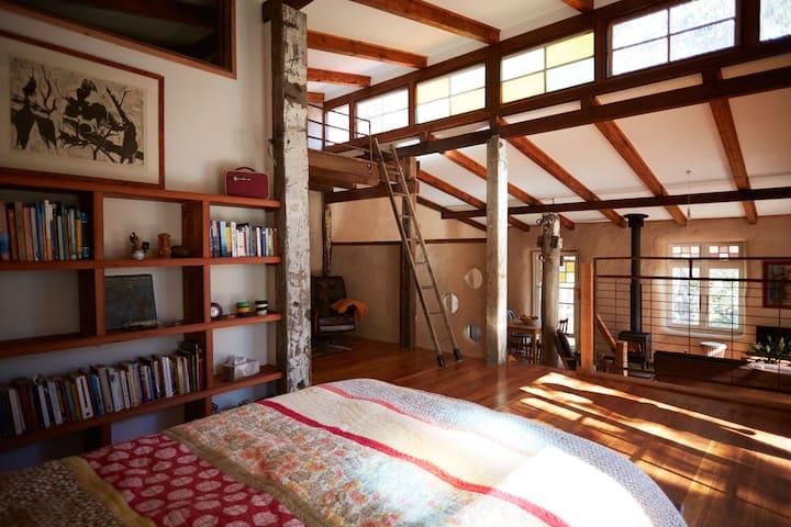 Strawbale cottage set in bush garden - Leura - Casa cueva