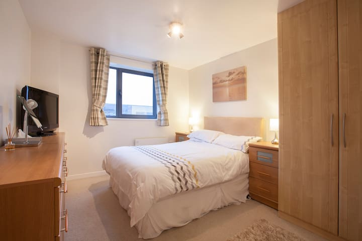 Double Room & Ensuite close to Leeds City Centre - リーズ - アパート