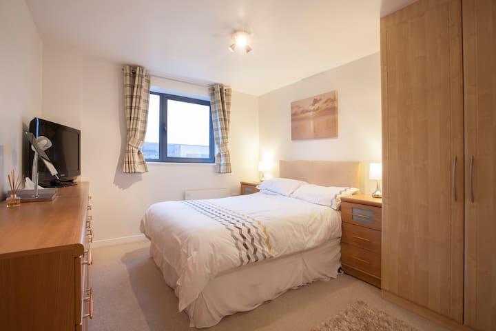 Double Room & Ensuite close to Leeds City Centre - Leeds - Lägenhet