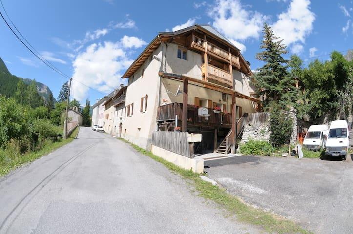 Location vacances montagne (04) - Saint-Paul-sur-Ubaye - Leilighet