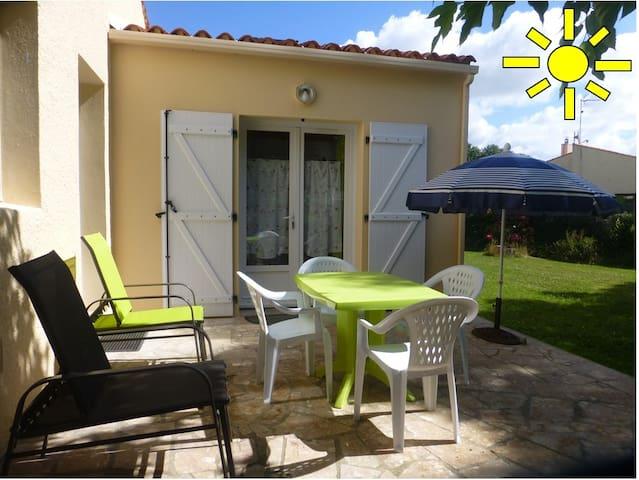 Adorable studio avec jolie terrasse et jardinet - Talmont-Saint-Hilaire - Daire