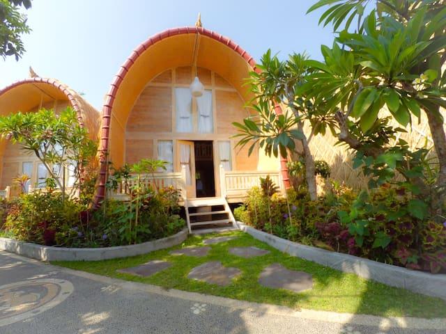 Wooden hut infront of the beach V.2 - Bali - Stuga