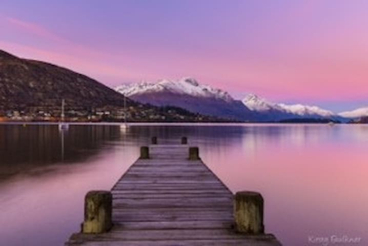 Beach Bach with Views of Lake - Queenstown - Apartament