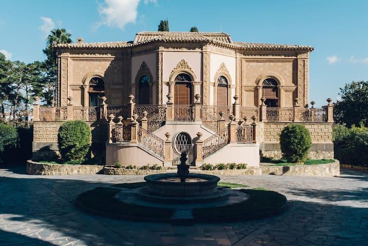 Elegant and romantic stay in a historic villa - Caltagirone - Villa