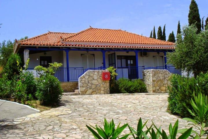 Takis House 180 m beach Peroulia - Peroulia - Daire