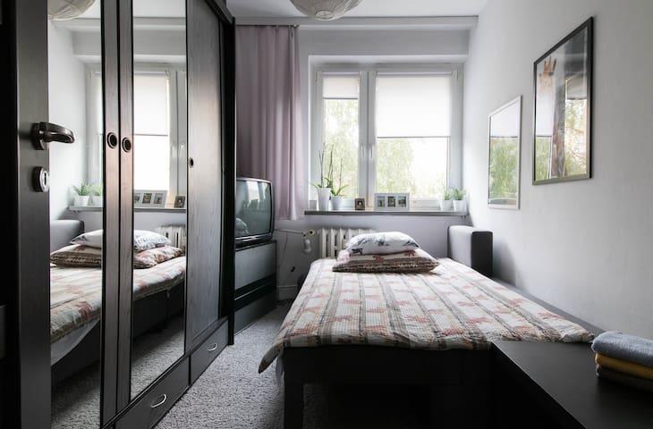 Pokój z balkonem, osiedle Retkinia. - Łódź - Bed & Breakfast