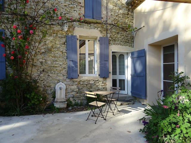 Old stone built Mas, swimming pool, wood burner -M - Pont-de-Barret - Appartement