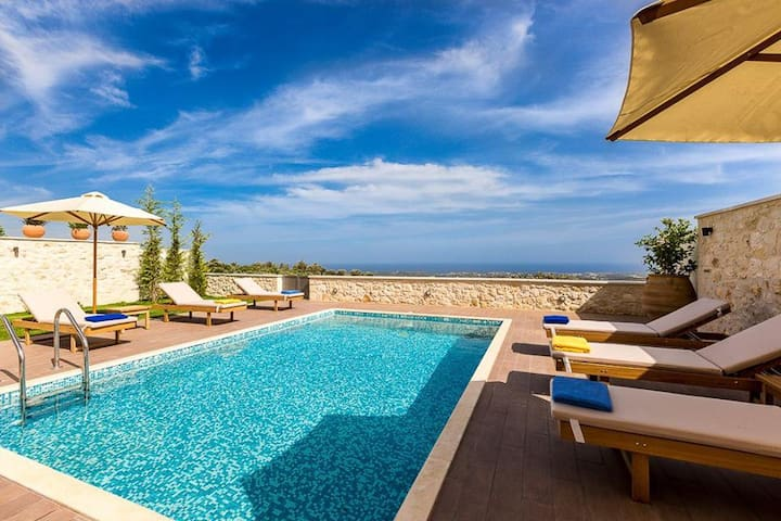 3 Bedroom Luxury Seaview Villa, Roupes Rethymnon - Roupes - Vila