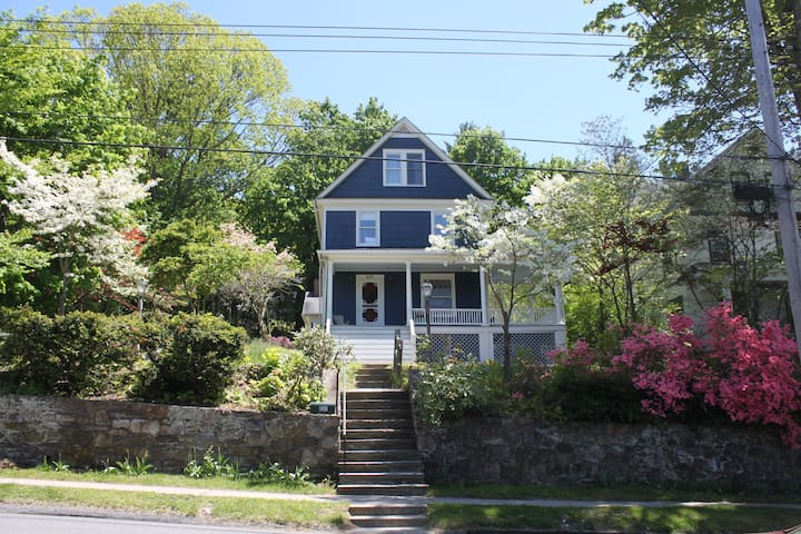 5 bedroom home in cute Westchester town - Pleasantville - Дом