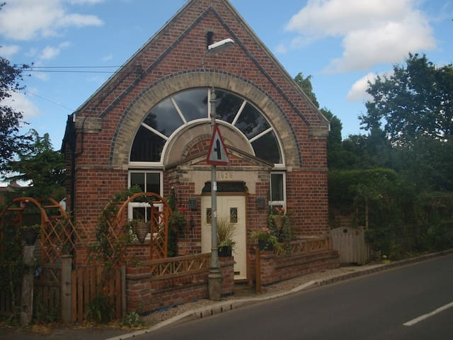 Charming chapel, lovely location - Bleasby - Huis