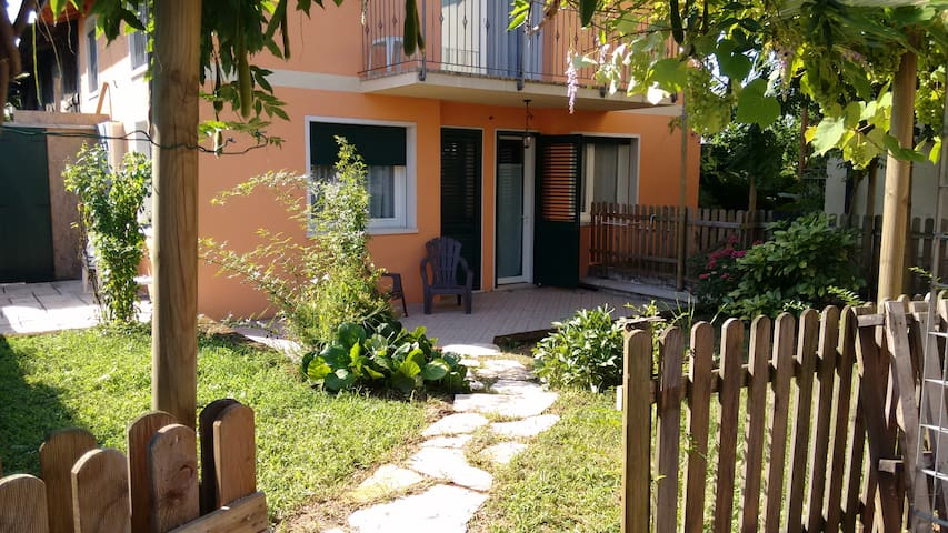 Cozy apartment with car park - Thiene - Departamento