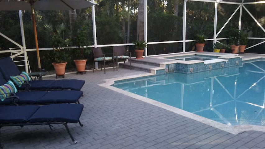 Pool and spa 1 mile from treasure coast beaches - Jensen Beach - Huis