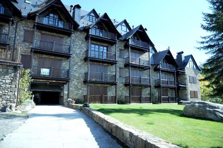 Fantastic apartment in Cerler, facing the Pyrenees - Cerler - Apartament