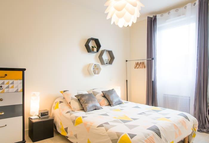Chambre agréable avec sa SDB privée - La Roche-sur-Yon - Hus