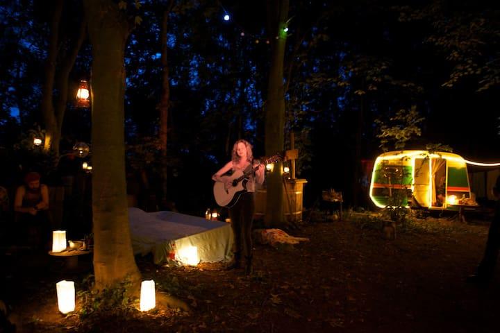 Fire, forest bed & great breakfast - Groningen - Karavan/RV