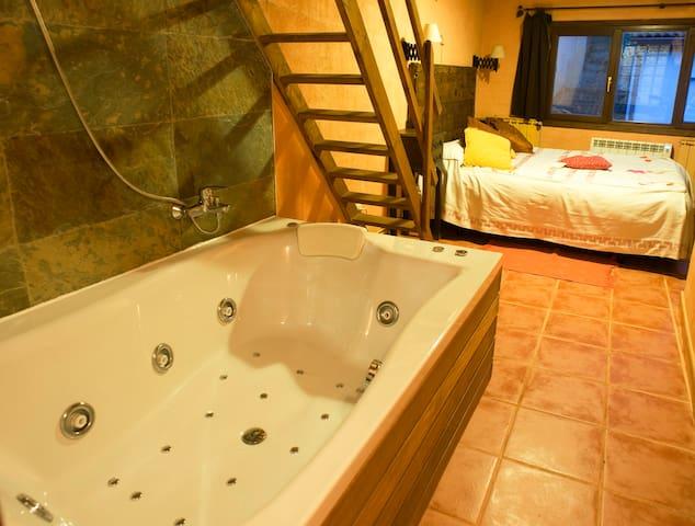 Casa con encanto con Jacuzzi privado- La  Amapola - Monasterio - Hus