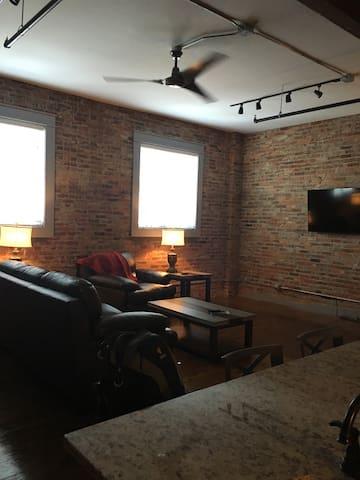 The Velo Loft Apartment in Downtown Calhoun - Calhoun - Loft