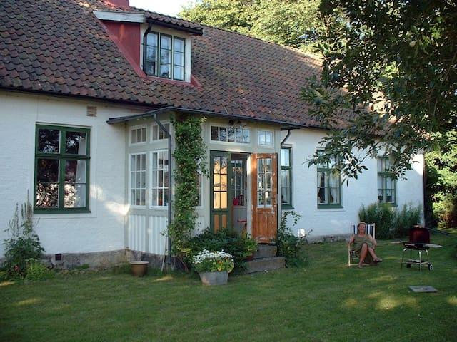 Charmigt dubbelrum i 1800-tals hus. - Ålstorp