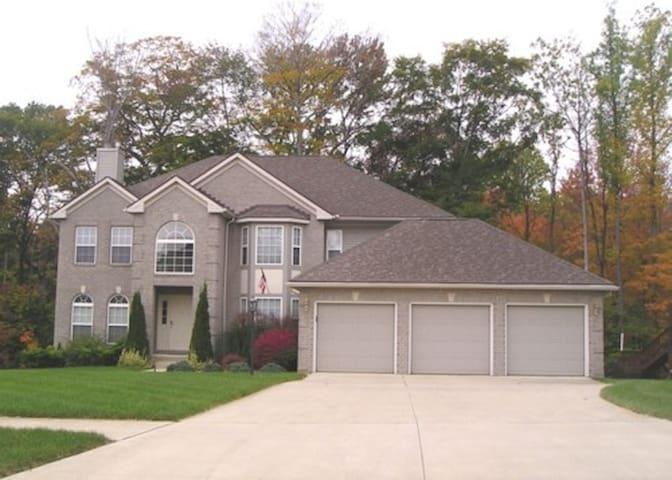 West Akron (Montrose/Copley/Fairlawn) Upscale Home - Akron - Hus