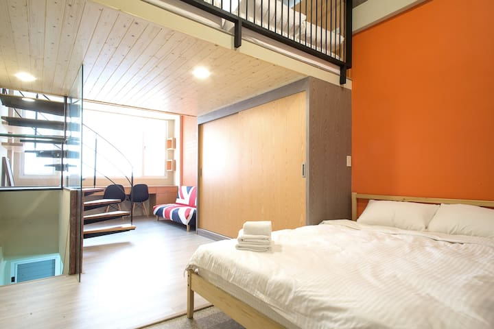Tainan DT townhouse, Attractions 1min walking! - West Central District - Ház