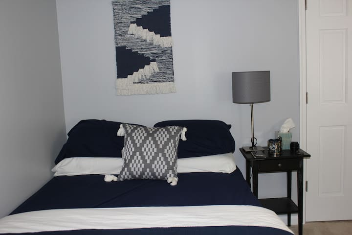 BEAUTIFUL, CLEAN, BRAND-NEW, PRIVATE GUEST SUITE! - Waldorf - Hus