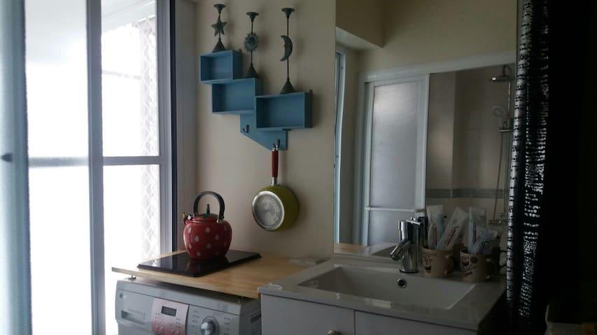 米雅家的紐約風~有洗衣機 廚房 wifi 還有提供電動機車可租借喔 - West Central District