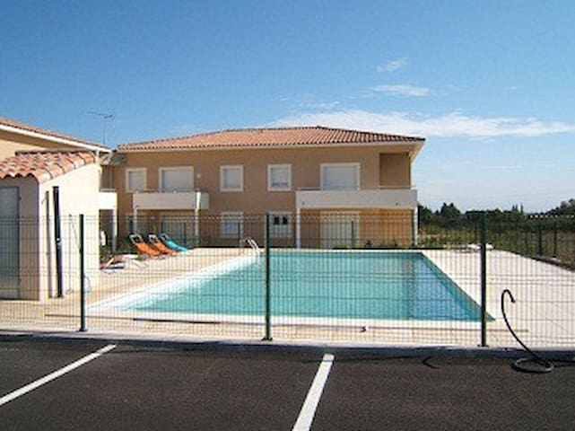 agreable appartement neuf tout confort - Peret - Apto. en complejo residencial