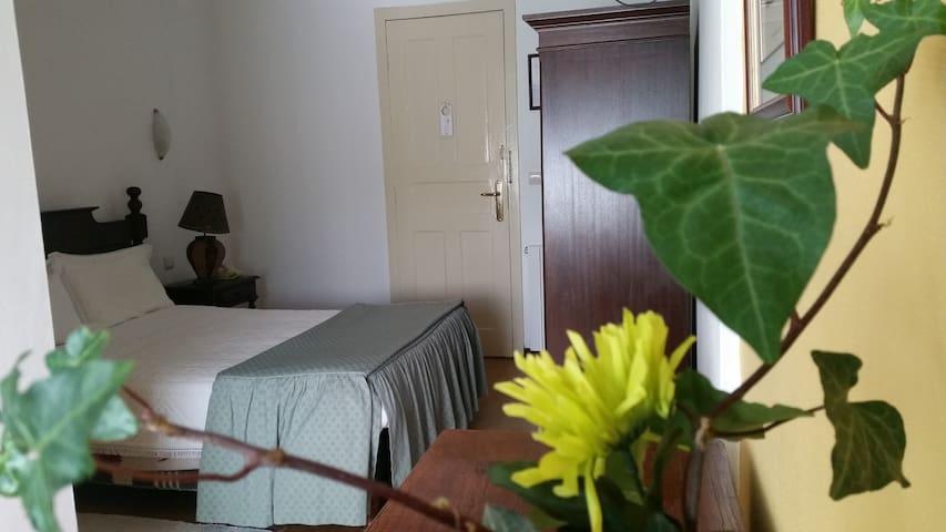 Quarto Canta Galo - Nelas - 家庭式旅館