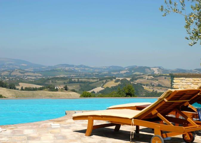 Luxury Apartment With Infinity Pool - Arcevia - Departamento