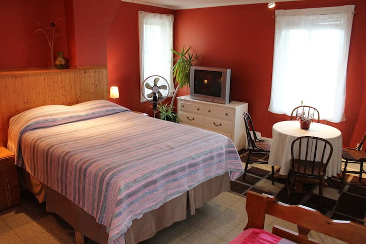 Chez Jacques et Chantale B&B - Capitainerie - Saint-Roch-de-Richelieu - Pousada