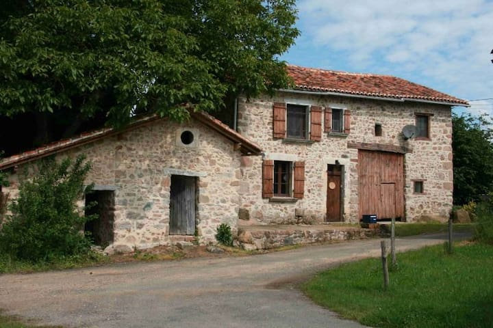 Charming Charente Holiday Home for 8 - Exideuil - Vakantiewoning