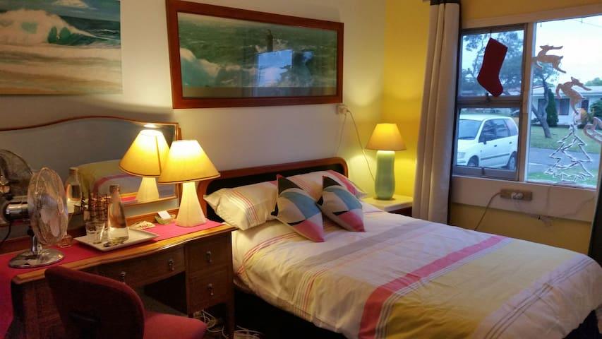 Whispering Pines bedroom - Sussex Inlet - Bed & Breakfast
