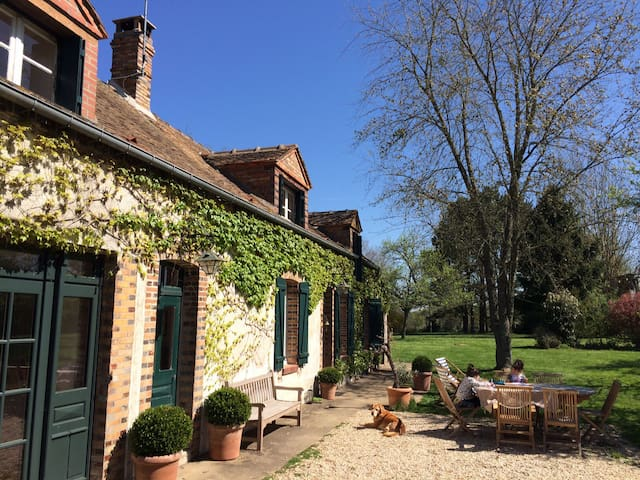French Country house close to Paris - Courtoin - Casa