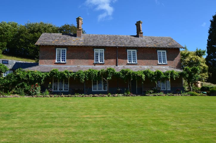 Elegant, welcoming rooms in a Devon Farmhouse - Chettiscombe - 家庭式旅館