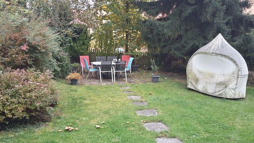 Tierfreundliche Unterkunft mit Garten, Nähe Zürich - Männedorf - Oda + Kahvaltı