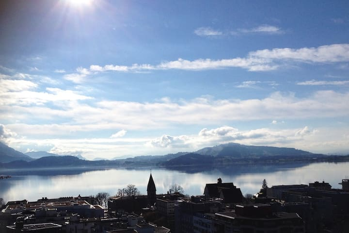 Penthouse bachelor flat (14th floor) Centre of Zug - Zug - Apto. en complejo residencial