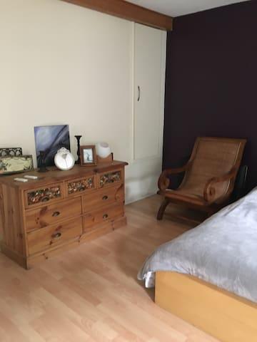 Belle chambre 30m2, très propre avec calme assuré - Neuwiller-lès-Saverne - Huis