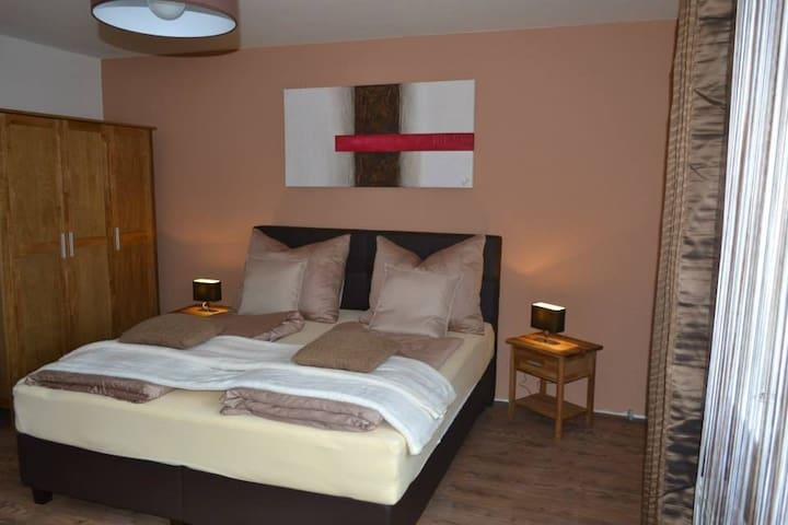 Gästezimmer Gerlinde - Schwarzau am Steinfeld - 家庭式旅館