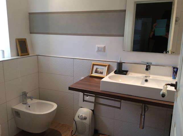 Graziosa camera in casa d'epoca con cucina tipica - Novi Velia - Huis