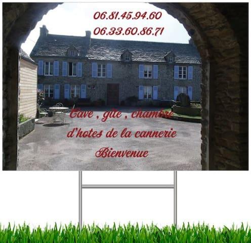 Chambre dans propriété en pierre dans la Hague - Gréville-Hague - Aamiaismajoitus