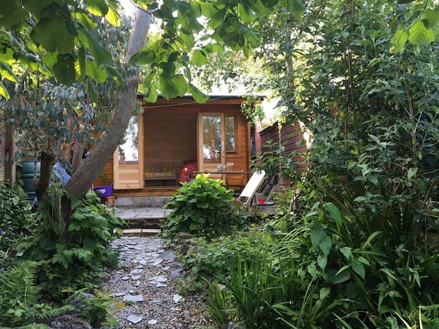 Secret Garden Glamping Accommodation, Cornwall - Saint Austell - Houten huisje