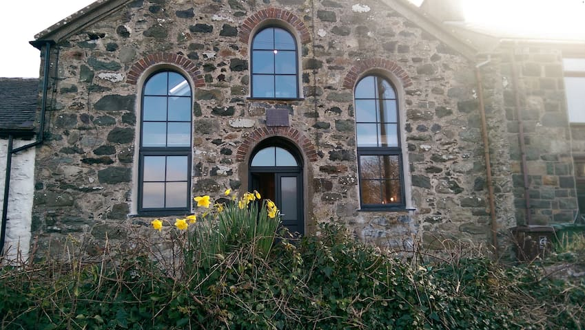 Chapel conversion, seaside village, in Snowdonia - Pontllyfni - Overig