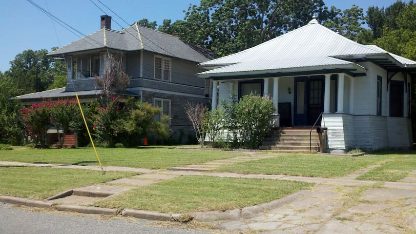 May have 2 rooms on Heritage Row - Sherman - Hus