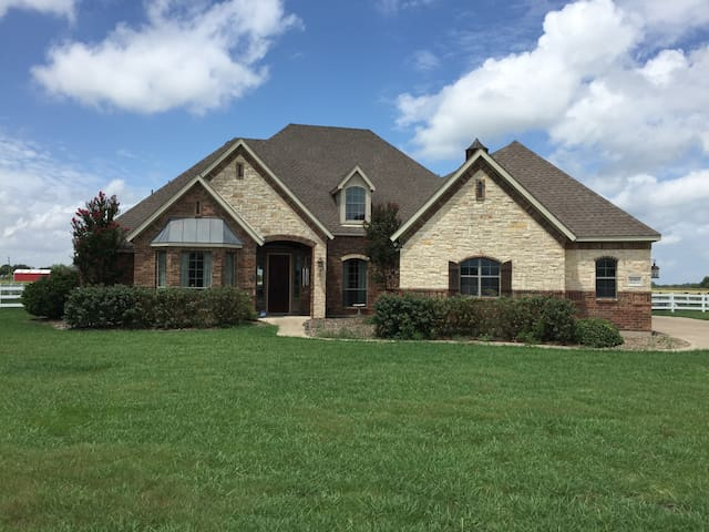 Wesel Micro Ranch: King bed and private bath - Forney - Hus