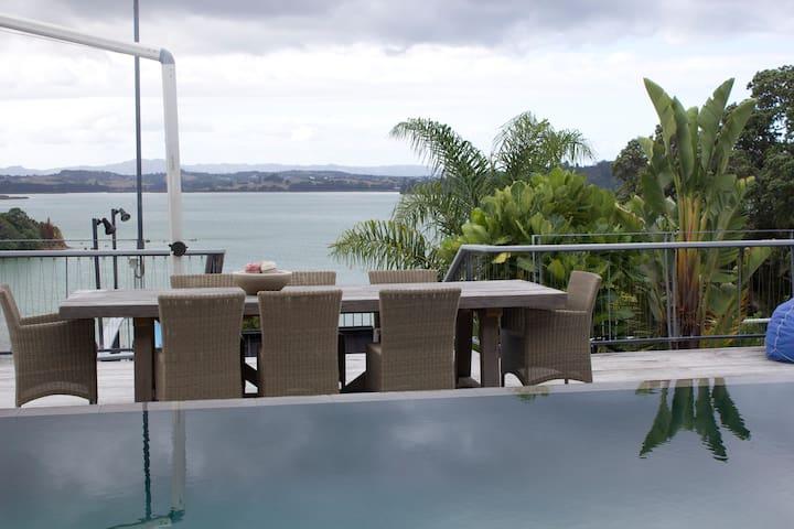 UHURU - Pohuehue - Bed & Breakfast
