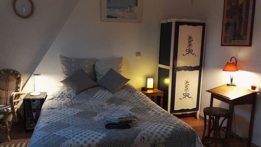 Belle chambre spacieuse au cœur de Gembloux - Gembloux - Casa