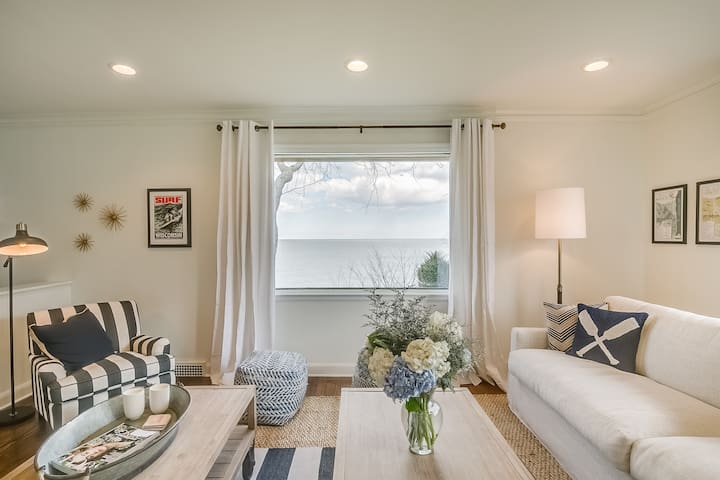 Bright and Beautiful Lake Escape - Sheboygan - Huis