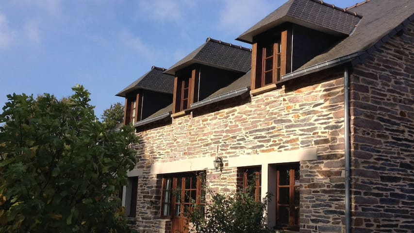 Stone detached house in quiet rural location. - Saint-Just - Huis