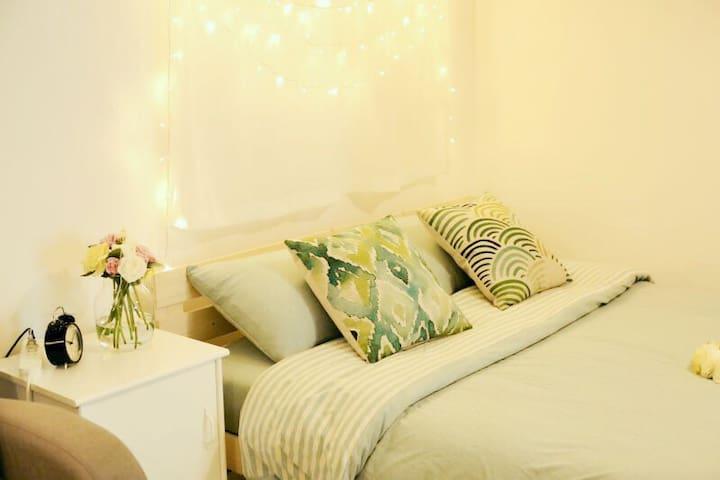 【朝夕·壹】南门外城墙下浪漫舒适的现代公寓(含家庭影院哦) - 西安市 - Lägenhet